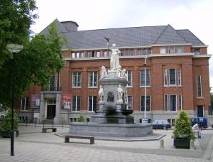 Rotterdam Nieuwe Markt met het beeld van de Maagd van Holand (foto: Rene1971)