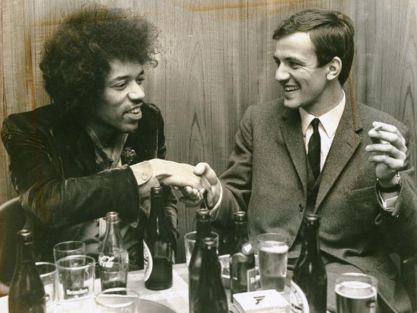 Gitaarlegende Jimi Hendrix (links) en organisator Wim van Krimpen van de Hippy Happy Beurs. Foto: rijnmond.nl